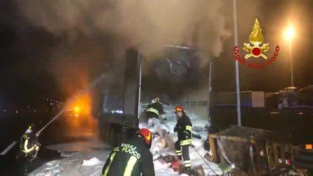 Esplode tir a Bologna: feriti due vigili del fuoco