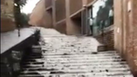 Pozzuoli, Dopo il temporale strade allagate e le scale diventano cascate