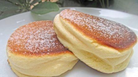 Soufflé pancakes: la ricetta per averli alti e soffici