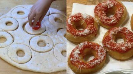 Ciambelle di pizza fritta: l'idea sfiziosa e piena di gusto