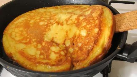 """Omelette """"gonfia"""" e soffice: la ricetta del secondo piatto appetitoso"""