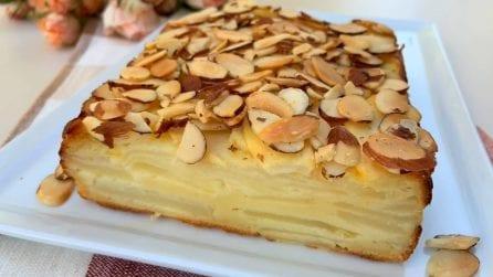 """Torta """"invisibile"""" di mele e pere: bella, buona e veloce"""
