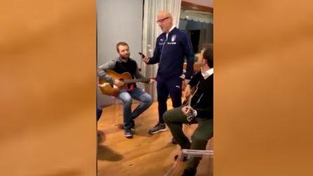 """Nazionale, Gianluca Vialli canta """"La canzone del Sole"""" con tutti gli azzurri"""