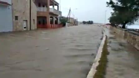 Porto cesareo: l'acqua invade le strade