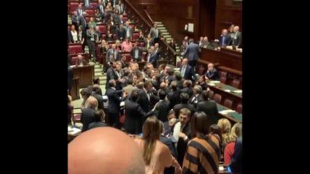 Lega e Fdi chiedono a Conte di riferire sul Mes: scoppia la rissa alla Camera