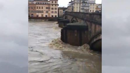 Firenze, Arno supera il livello di guardia e minaccia la città