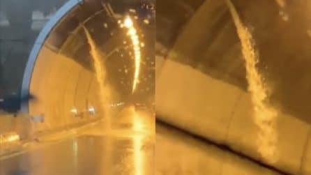 Maltempo Genova: una cascata d'acqua sgorga dalla galleria