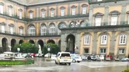 Maltempo Napoli, si allaga anche Piazza Trieste e Trento