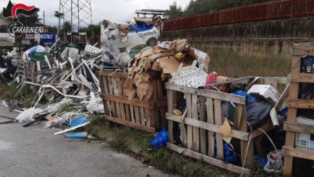 Maddaloni, cumuli di rifiuti speciali scoperti nel mercato di frutta e verdura