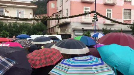 Sardine in piazza a Sorrento mentre Salvini è ad un convegno