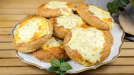 Bagel ripieni di carne: una ricetta veloce e sfiziosa per sorprendere i tuoi amici!