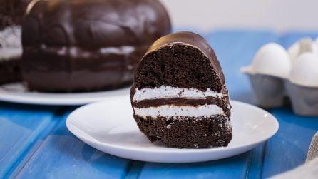 Ciambella al cioccolato e panna: il suo ripieno cremoso vi delizierà!