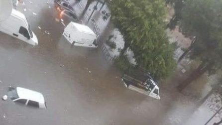Strade allagate e auto sommerse dall'acqua: le drammatiche immagini da Reggio Calabria