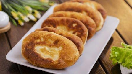 Calzoni fritti ripieni di verza e patate: l'alternativa che piacerà a tutti!