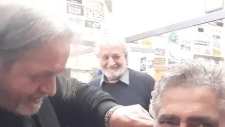 """""""Ciao amore"""", Juan Luis Ciano saluta Gemma Galgani in un video dal barbiere"""