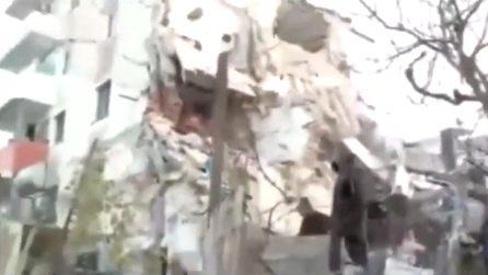Terremoto Albania, nuova scossa filmata in diretta mentre si scava tra le macerie