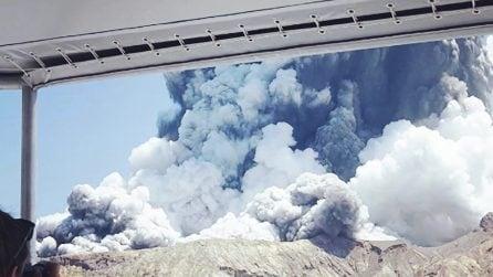 Il vulcano erutta mentre i turisti sono in escursione: morti e dispersi in Nuova Zelanda