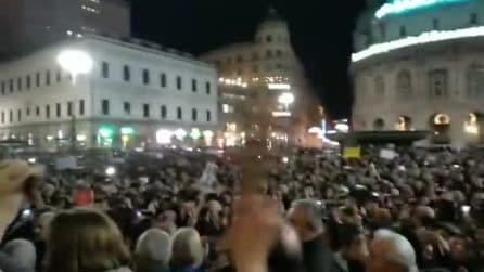 """Anche a Genova le sardine riempiono la piazza: in 8 mila cantano """"Bella Ciao"""""""