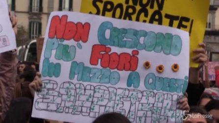 """Fridays for Future, studenti in piazza a Napoli: """"Basta finanziare le mafie"""""""