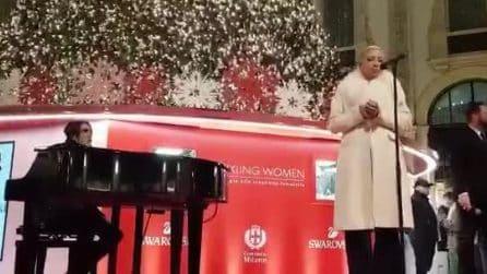 Milano, si accende l'Albero di Natale in Galleria: Malika Ayane incanta tutti con la sua voce