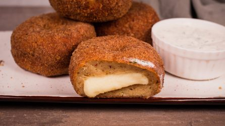 Chicken and potato donuts: the perfect combination for a quick dinner!