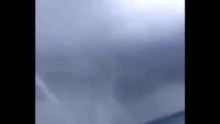 Tromba d'aria marina in Calabria, il video diffuso su Facebook ripreso a Cirò