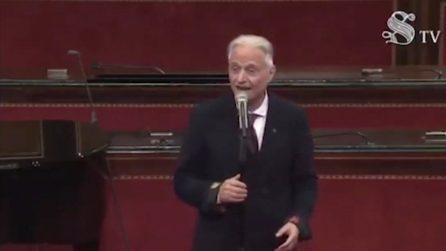 Amedeo Minghi canta Trottolino amoroso: l'esibizione singolare in Senato