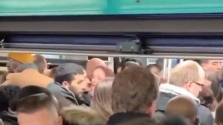 Le metropolitana di Parigi paralizzate: la calca nei vagoni