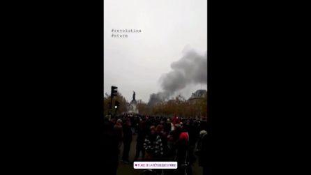 Parigi nel caos, roghi e incendi a Piazza della Repubblica