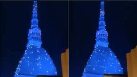 Torino, la Mole Antonelliana si accende per Natale: illumina tutta la città