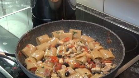 Paccheri con orata e olive: la ricetta del primo piatto gustoso
