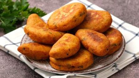 Bombe di patate fritte: croccanti fuori e con un cuore filante all'interno