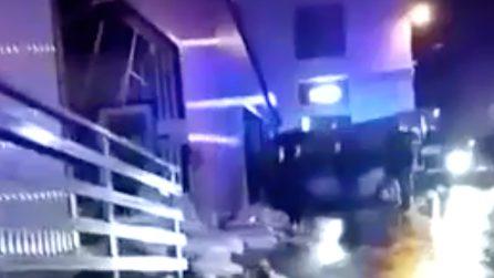 Crolla il tetto di una palestra dopo una tromba d'aria