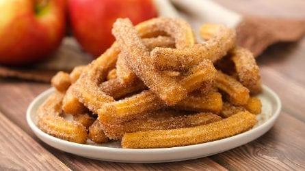 Churros alle mele: i bastoncini dolci senza uova che non vedrete l'ora di provare!