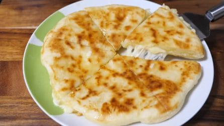 Pane farcito cotto in padella: una gustosa alternativa da servire ai tuoi ospiti
