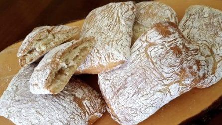Pane ciabatta fatto in casa: la ricetta per averlo croccante e saporito
