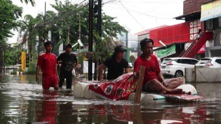 Indonesia, salgono a 43 i morti per le inondazioni a Giacarta
