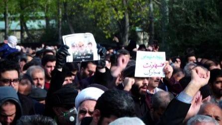 Iran, migliaia di persone in piazza a Teheran contro gli Usa