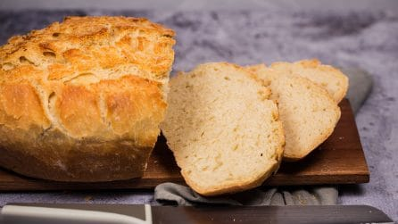 Basic homemade bread: how to make it soft and delicious with an incredible method!