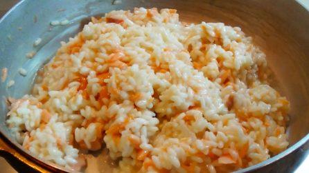 Risotto salmone e spumante: la ricetta del primo piatto cremoso e gustoso