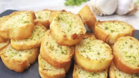 Crostini di pane saporiti: l'aperitivo veloce ed economico
