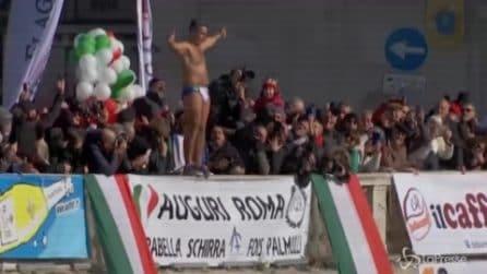 Capodanno 2020, a Roma il tradizionale tuffo nel Tevere di Mister Ok