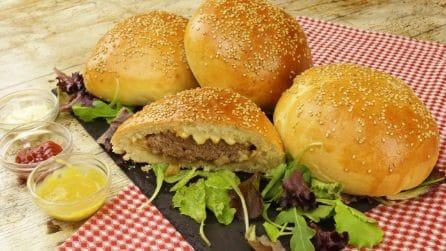 Panini ripieni di hamburger: la ricetta facile e sfiziosa che sorprenderà tutti!