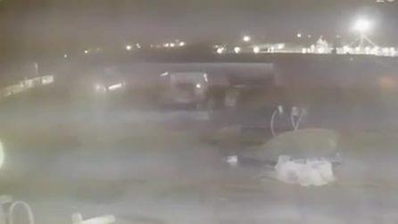 Iran, nuovo video: due missili partono e colpiscono l'aereo in volo