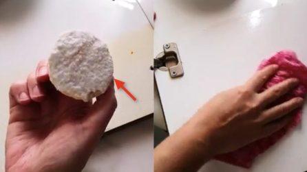 Come sgrassare le ante dei mobili della cucina: vi basteranno 2 ingredienti