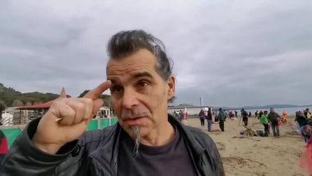 """Piero Pelù e il suo """"Clean Beach Tour"""", per pulire le spiagge d'Italia"""