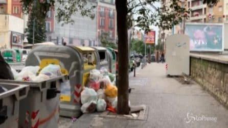 """Emergenza rifiuti a Napoli, i cittadini: """"Troppa inciviltà, non ci sono controlli"""""""