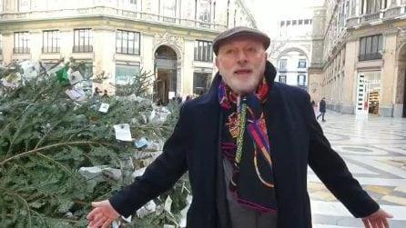 """Tentano di rubare l'albero di Natale in Galleria Umberto. Barbaro: """"Ormai sembra una sfida"""""""