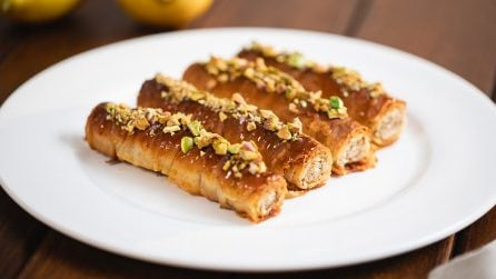 Baklava rolls: the perfect dessert for your next party!