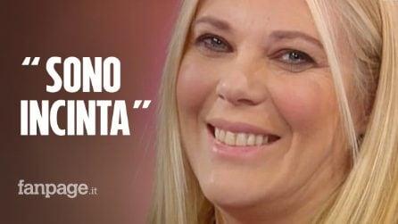 """Eleonora Daniele si commuove in diretta: """"Sono incinta, aspetto una bambina"""""""